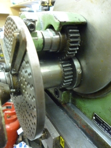 Gearing between auxiliary input and worm shaft - 589