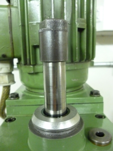 Taper removal arrangment on an Emco mill - 622