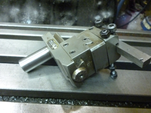 1053 knee adjustable in two dimensions