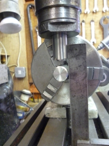 744 Aligning a dividing head using two spigots