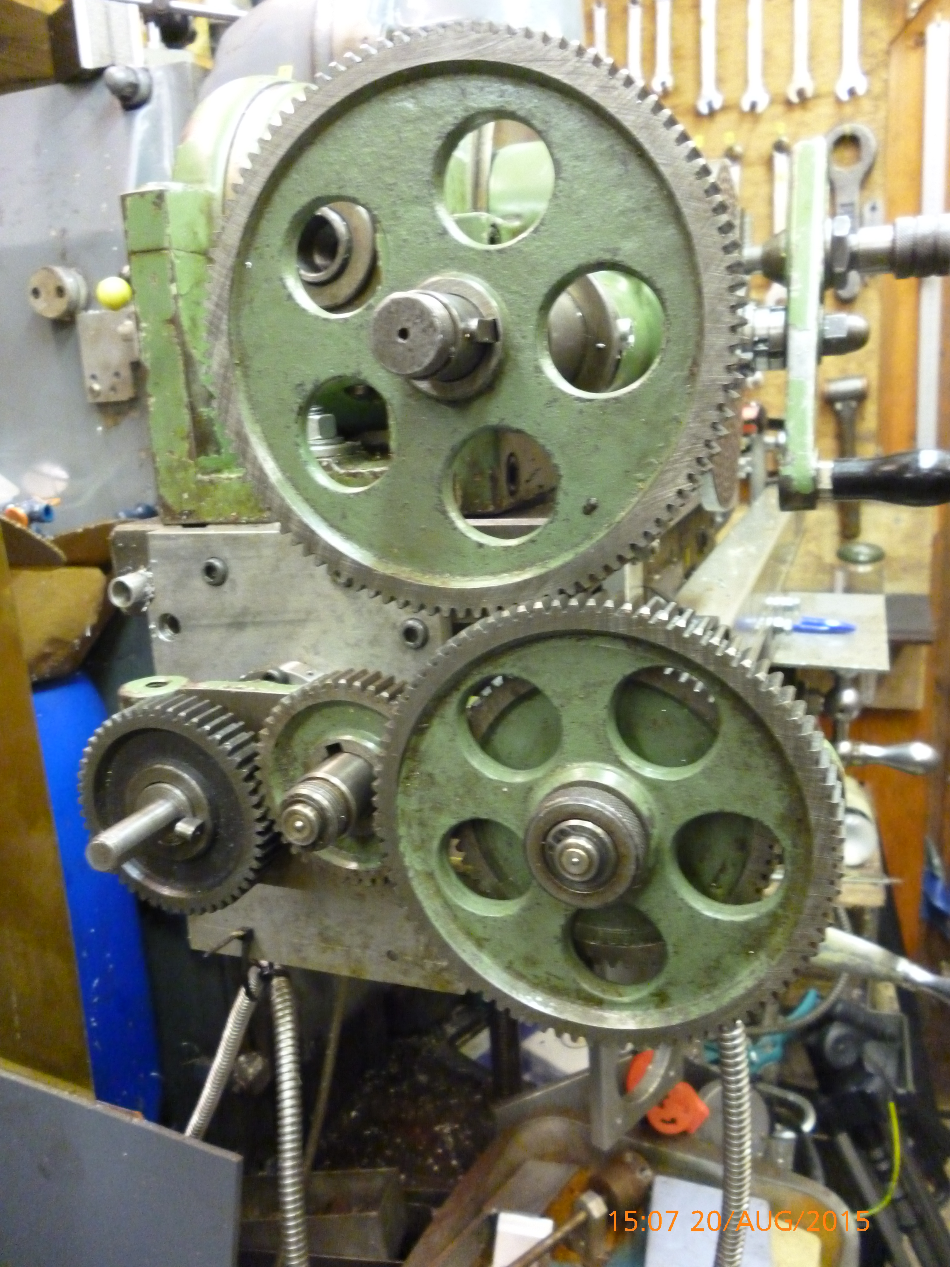 2474 gear train for cutting helical gear