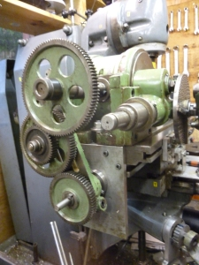 688 gear train for square thread