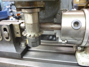 1021 arbor fitted to dividing head and tailstock (1)